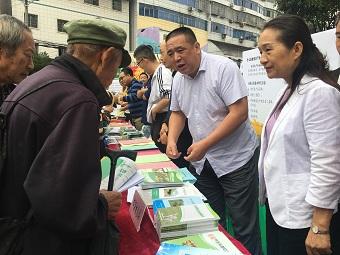 重庆市畜牧总站积极参加2020年放心农资下乡进村暨食用农产品合格证制度现场宣传咨询活动